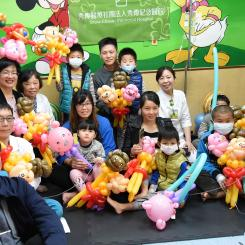 Before the Chinese New Year,The county mayor told three little pig story, sang little stars